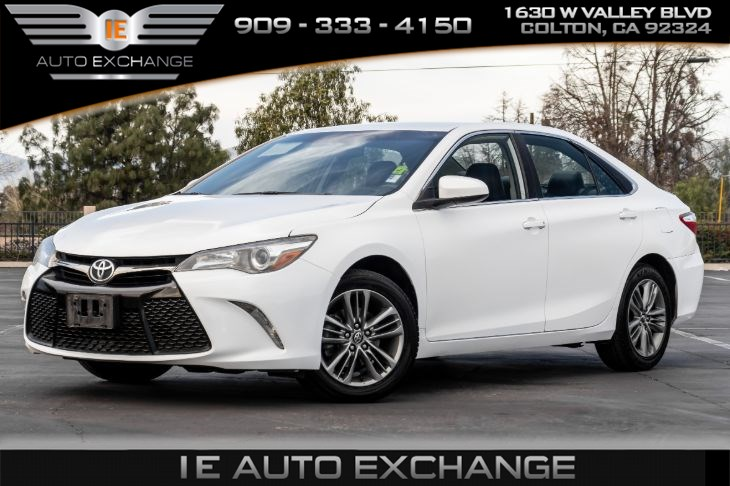 2017 Toyota Camry SE (w/ Back-up Camera, Bluetooth)