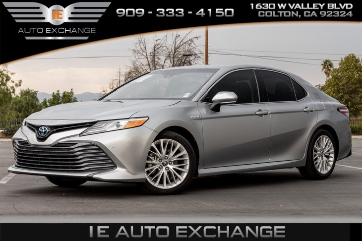 2018 Toyota Camry Hybrid XLE (w/ Bluetooth, Back-up Camera)