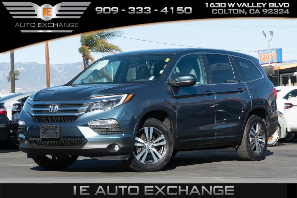 2018 Honda Pilot EX (w/ 3rd Row Seats, Apple CarPlay, Back-up Camera)