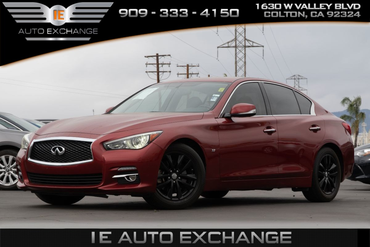 2015 INFINITI Q50 Premium (w/ Back-up Camera, Leather Seats, Heated Seats)
