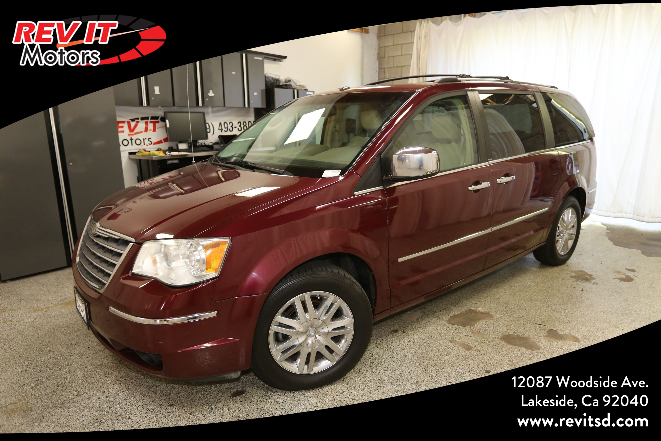 2008 Chrysler Town & Country Limited Minivan 4D