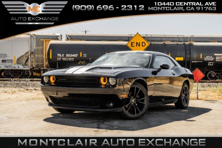 2017 Dodge Challenger SXT ( Backup Camera, Bluetooth Premium Sound)