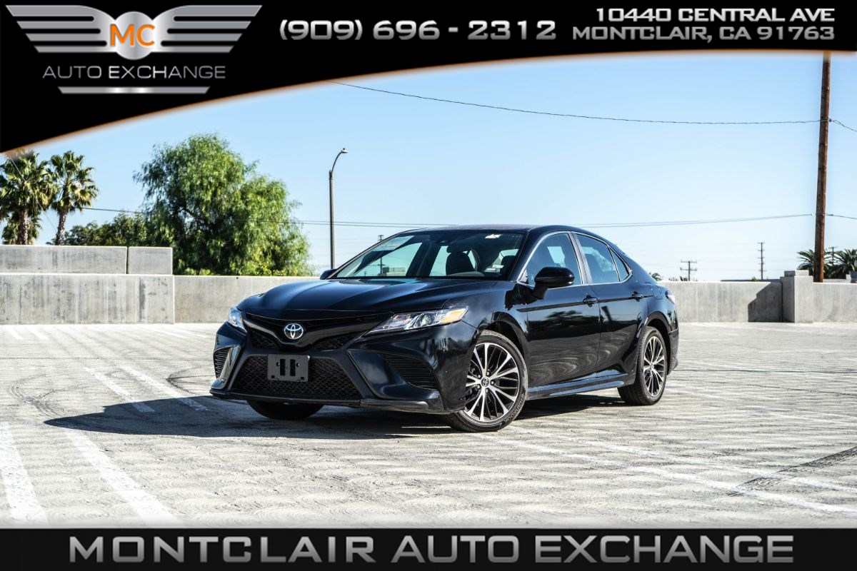 2020 Toyota Camry SE (BLUETOOTH, GAS SAVER, BACK UP CAM, NAV, AC)