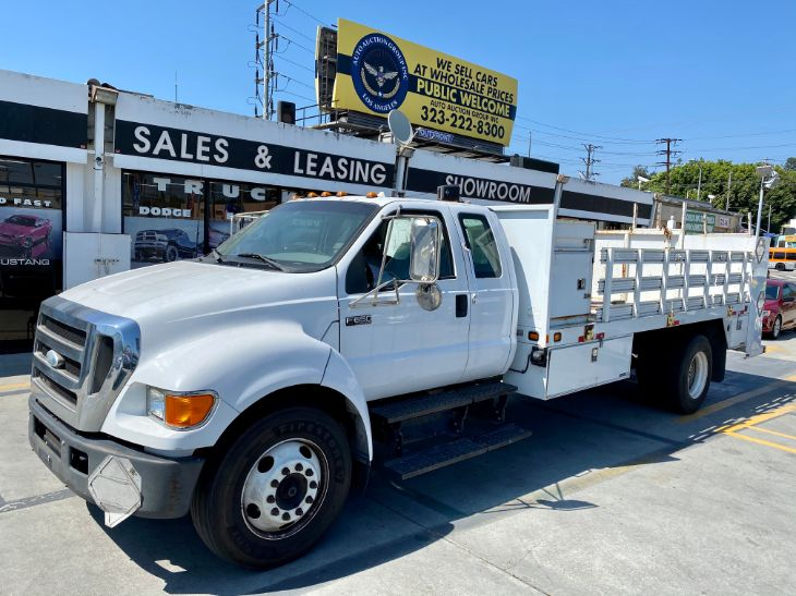 2006 Ford Super Duty F-650 Straight Frame XL
